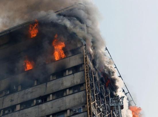 ارتفاع عدد قتلى حريق برج لندن إلى 79 شخصا