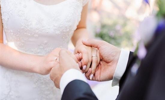عريس يترك عروسه يوم الزفاف بسبب واتس آب