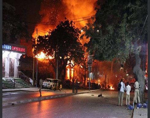 بالفيديو : انفجار ضخم وإطلاق نار كثيف في مقديشو