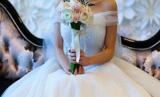 فتاة تنظم حفل زفافها وجنازة عمتها في وقت واحد توفيرا للنفقات