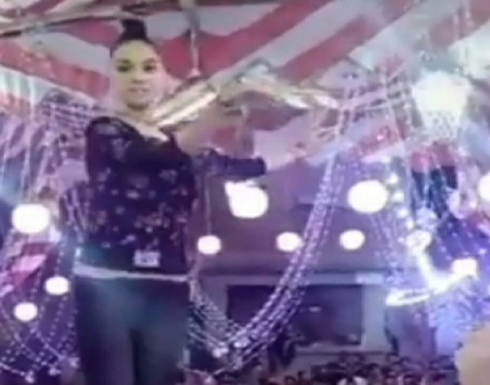 تفاصيل جديدة حول فيديو الراقصة الطائرة بعد ظهورها مربوطة من شعرها ..بالفيديو