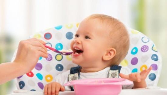 طعام مولودك: متى وكيف؟