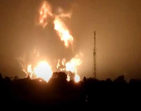 شاهد : إصابة 5 أشخاص جراء حريق ضخم بمصفاة نفط في إندونيسيا