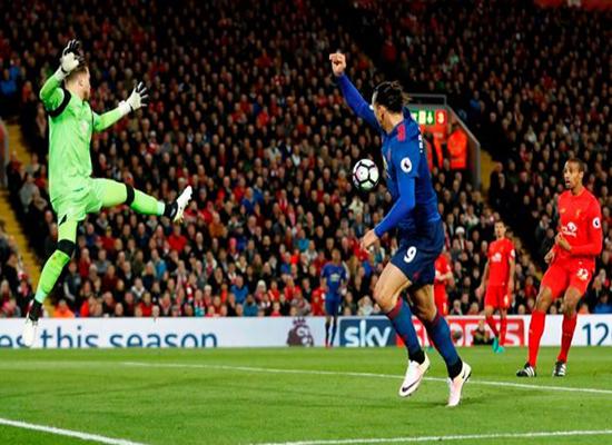 مانشستر يونايتد يخطف نقطة ثمينة من ملعب آنفيلد