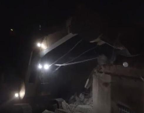 شاهد بالفيديو .. الاحتلال الاسرائيلي يهدم منازل 3 شهداء وأسير بالضفة الغربية