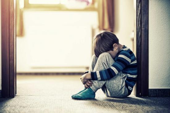 ١٠ علامات تدل علي ان طفلك يتعرض لمضايقات أو اعتداءات في المدرسة