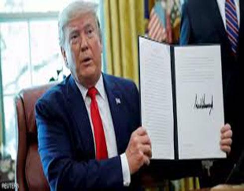 شاهد.. ترامب يوقع قرار فرض العقوبات على المرشد الإيراني خامنئي