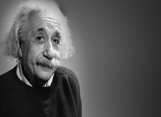 """هل كان """"أينشتاين"""" مخطئًا في نظريته حول سرعة الضوء؟"""