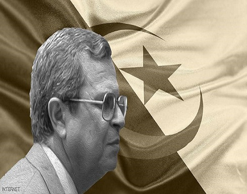 """الجزائر.. """"الرجل اللغز"""" يعود للواجهة مجددا والجيش يحذره"""