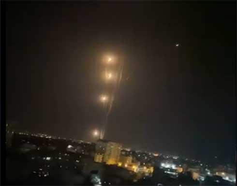 شاهد : القسام يقصف تل ابيب وضواحيها ب130 صاروخا ردا على استهداف غزة