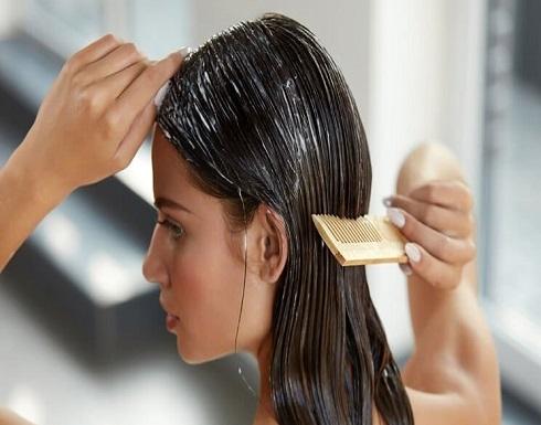 تخلّصي من القشرة وتقصف الشعر بمكون موجود في مطبخك!