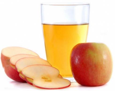 كوب عصير التفاح يحتوي 7 ملاعق سكر