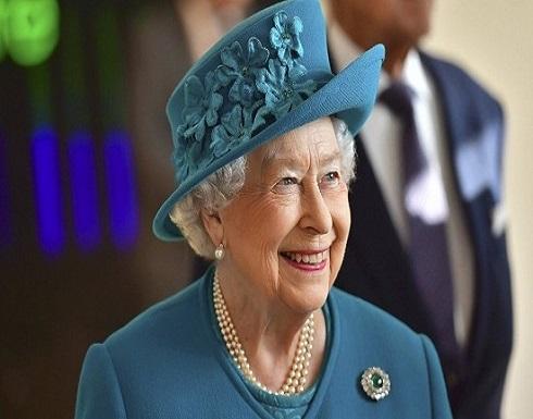 بعد ازمة كورونا.. سر ظهور الملكة اليزابيث باللون الفيروزي وبروش قديم
