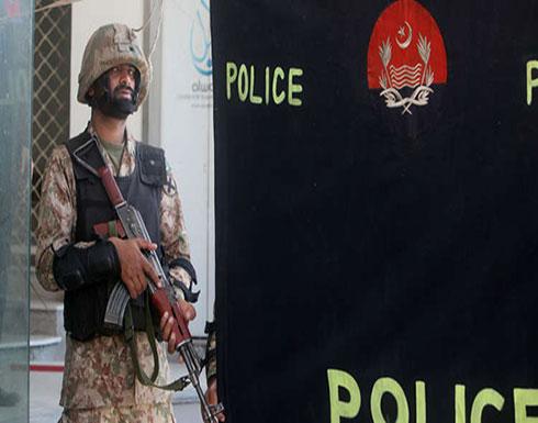 باكستان.. مقتل 3 ضباط بهجوم مسلح وانتحاري يستهدف عمالا صينيين