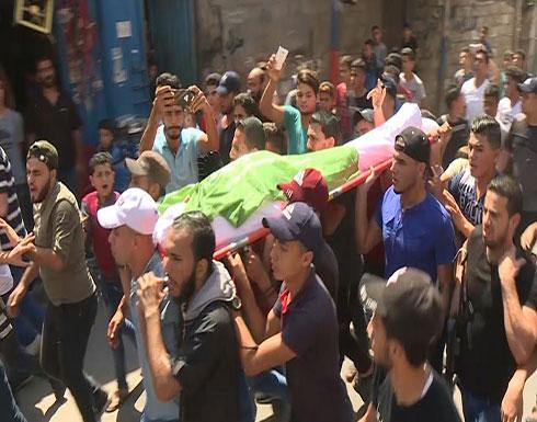 شاهد : تشييع فتى فلسطيني قتل برصاص إسرائيلي على حدود قطاع غزة