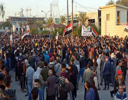 """شاهد : صدامات في النجف بين محتجين وأصحاب """"القبعات الزرق"""""""