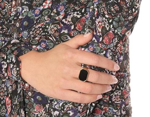 خواتم عصرية مزينة بأحجار سوداء فاخرة