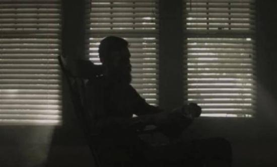 للجلوس في الظلام فوائد عديدة.. تعرّفوا إليها