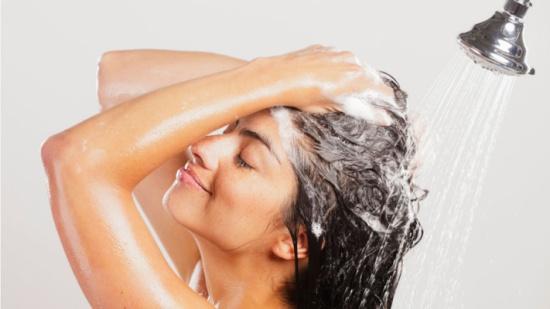 5 نصائح لغسل الشعر بطريقة صحيحة