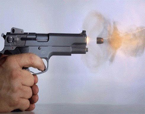 شاب يقتل والده رميًا بالرصاص ردًا على توبيخه له!