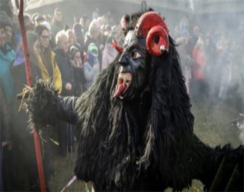 بالصور : الشيطان يشارك فى احتفالات فولكلورية ببولندا