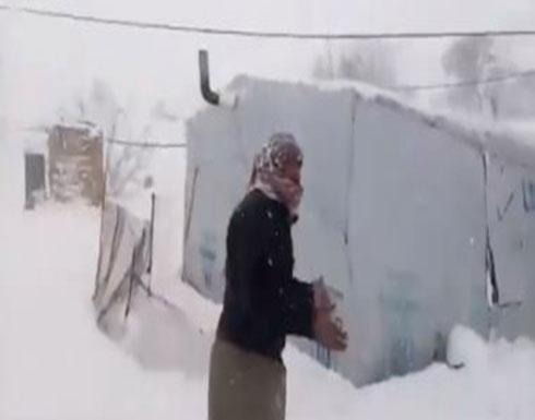 شاهد : الثلوج تغطي مخيمات اللاجئين السوريين في عرسال بلبنان