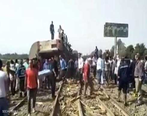 شاهد : سقوط ضحايا واصابات بخروج قطار عن القضبان في بنها بمصر