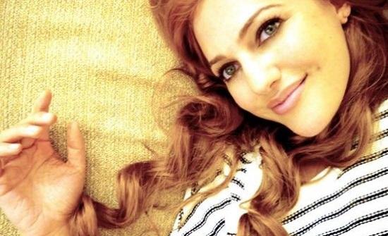 مريم أوزرلي منذ 16 عاماً.. ملامح بريئة بعيدة عن هفوات التجميل