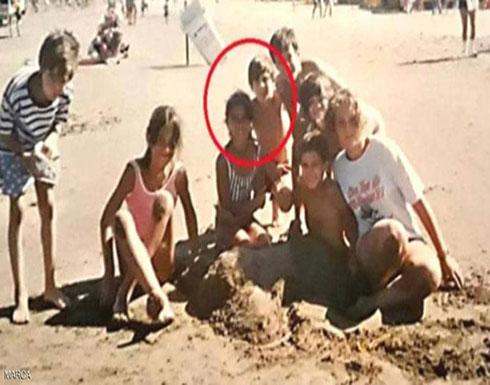 """صورة """"نادرة"""" لميسي و""""حب طفولته"""" على الشاطئ"""