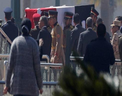 مصر.. تشييع حسني مبارك في جنازة عسكرية يتقدمها السيسي (فيديو)