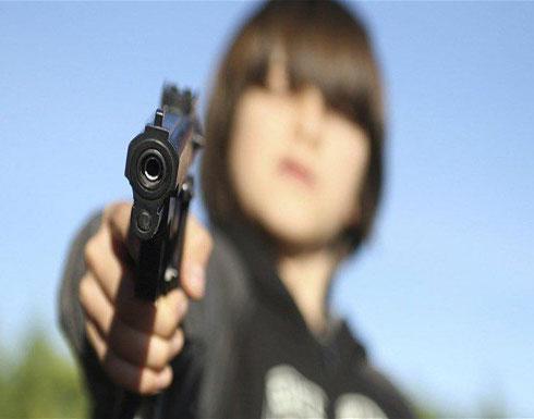 حادثة مروّعة... طفل يفتح النار على أمّه!