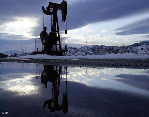 النفط يهوي بعد بيانات تثير المخاوف بشأن الاقتصاد العالمي