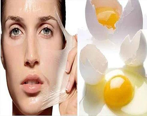 بياض البيض أم صفاره.. أيهما يحل مشكلة بشرتك؟