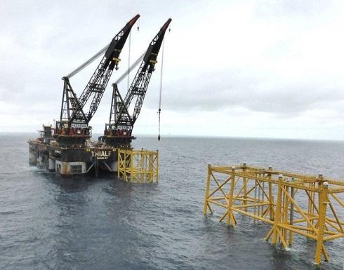 النفط مستقر مع تبديد نمو صيني ضعيف لتفاؤل اتفاق التجارة