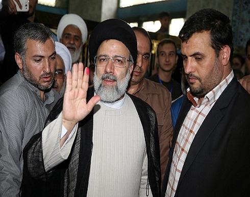 """إيران.. محتجون يحرقون مقر المرشح الرئاسي """"رئيسي"""" في محافظة جهار"""
