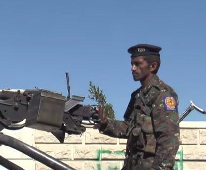 """شاهد ..  """"حرب شوارع"""" بين أنصار صالح والحوثيين"""