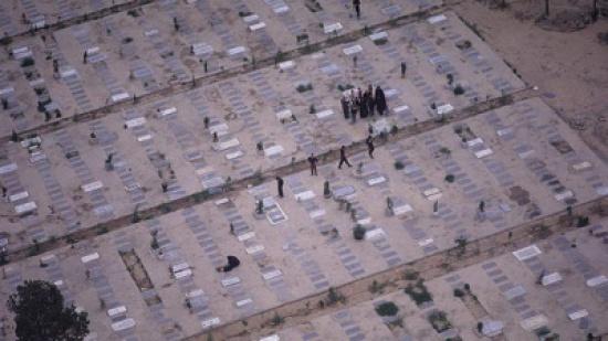 أكبر مقبرة في طهران تحت الضغط بفعل تزايد أعداد ضحايا كورونا