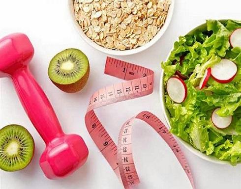 تزيد الوزن وتضر بالصحة.. عادات خاطئة تجنبها أثناء الدايت