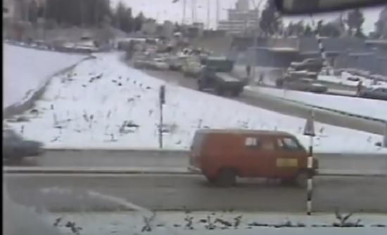 فيديو : شاهد تغطية التلفزيون الأردني لتساقط الثلوج في الأردن في مثل هذا اليوم قبل 38 عام