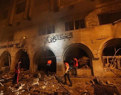 طائرات الاحتلال تدمر مقر البنك الوطني الإسلامي وسط قطاع غزة .. بالفيديو