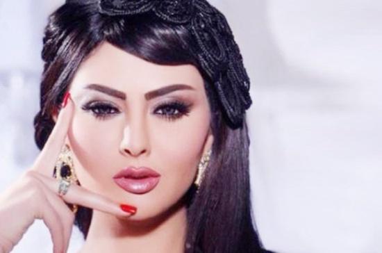 مريم حسين تحتفل بالكريسماس بلباس جريء