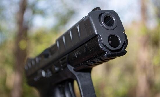 إربد : رجل يطلق النار على زوجته ووالديها