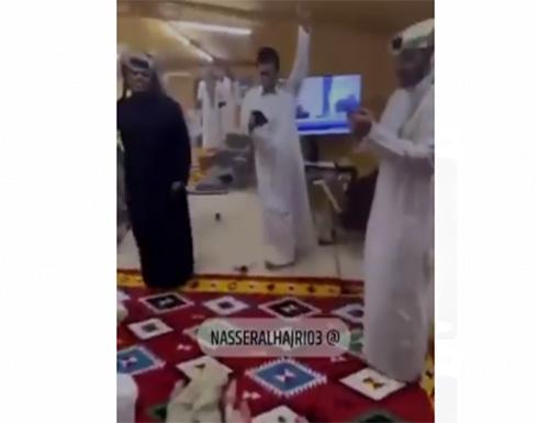 احتفال الخليجيين بفتح الحدود بين قطر و السعودية .. بالفيديو
