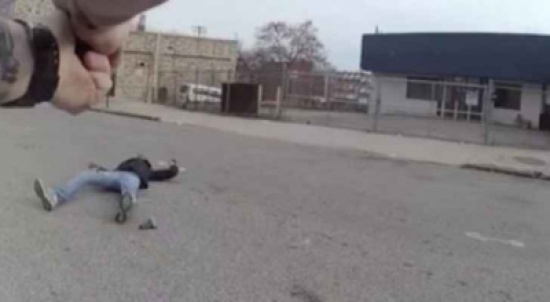 شاهد بالفيديو .. مواجهة قاتلة بين ضابط أميركي ومشتبه به