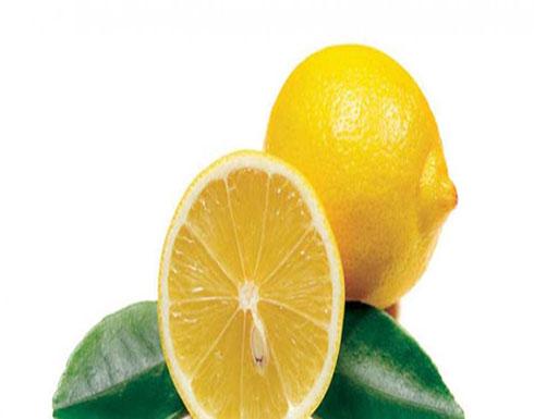 من مطبخك.. اصنعي مقشر للجسم بنصف ليمونة