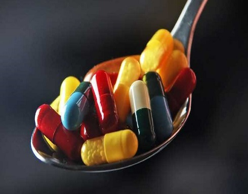 إنتبهوا.. 5 أطعمة لا يجب تناولها مع الدواء