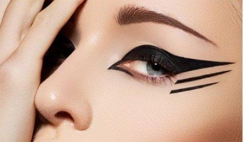 ما هو لون الكحل الأنسب للون عيونك؟