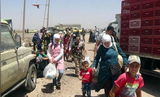 المرصد : أكثر من 120 ألفا نزحوا من درعا بالقرب من حدود الأردن