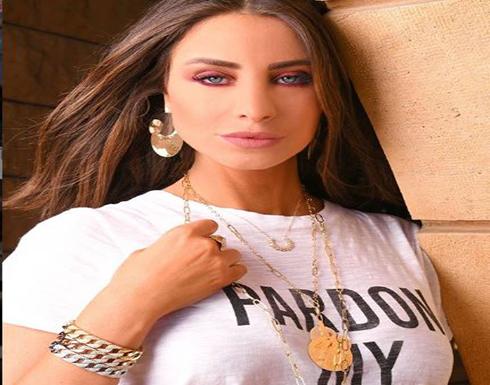 أنابيلا هلال تشعل السوشيال ميديا بفستان أحمر مثير .. صورة