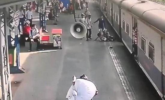 شاهد.. ضابط ينقذ رضيعة من أسفل عجلات قطار